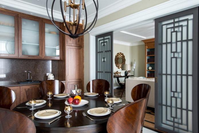 зонирование раздвижными дверями в интерьере кухни-гостиной