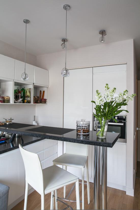 Маленькая кухня с матовыми натяжными потолками