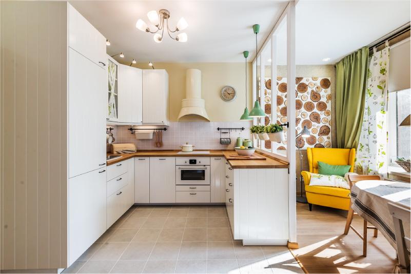 Матовый натяжной потолок на кухне в стиле кантри