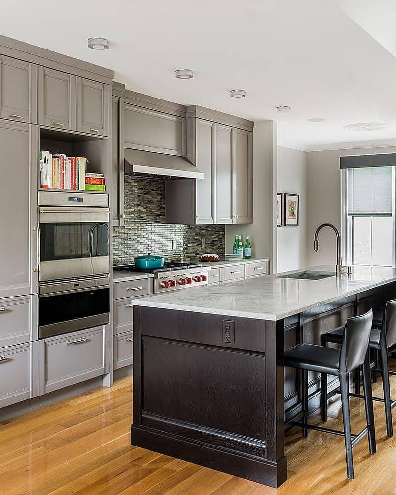 Использование серой столешницы из искусственного камня поможет значительно упростить домашний труд хозяйки