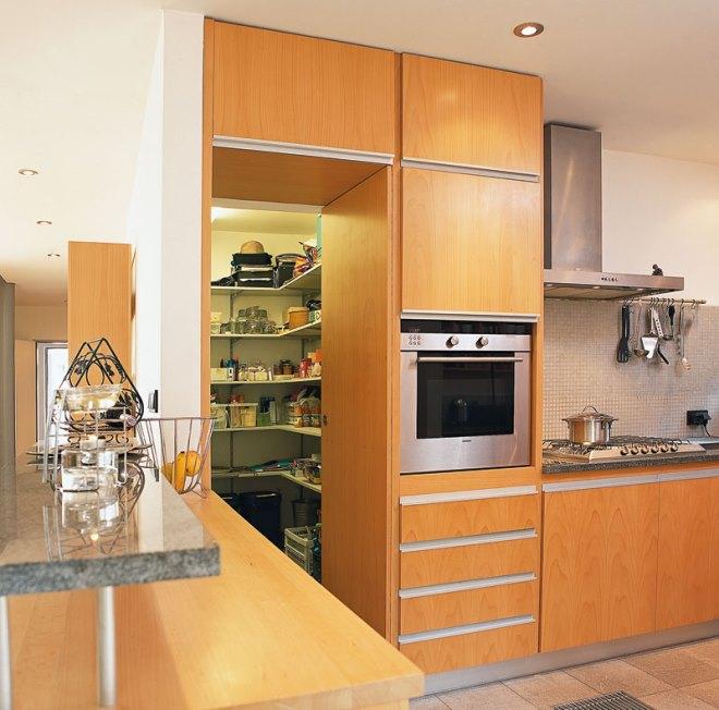 Обустройство кладовой на кухне