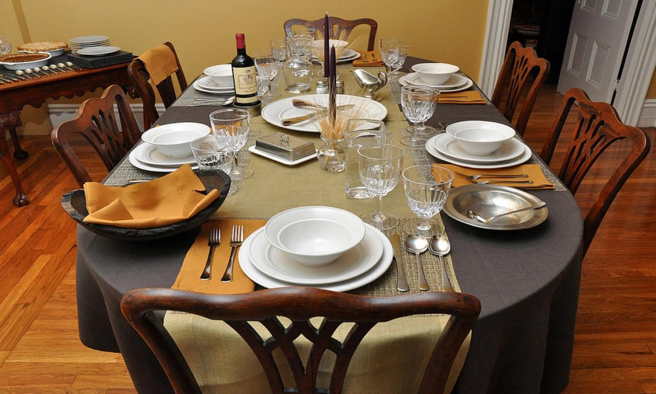 сервировка стола к обеду и ужину