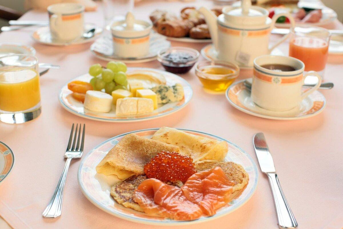 завтрак на столе