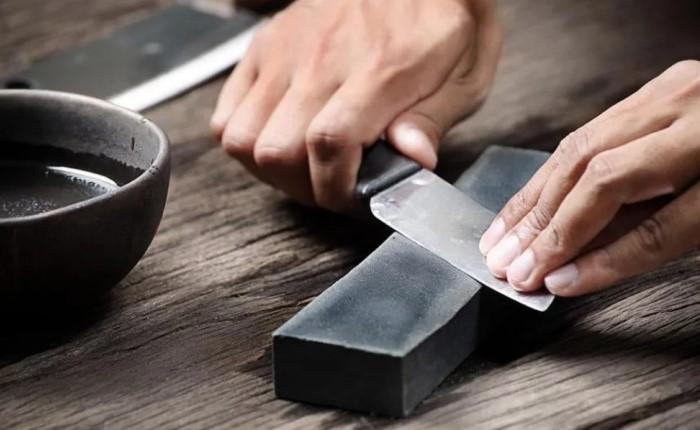 Брусок и нож