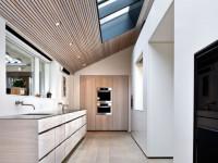 Натяжной потолок на кухне — особенности установки и базовые конструкции (67 фото + видео)
