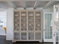 Шкаф для посуды со стеклом и без — 95 фото примеров размещения на кухне!