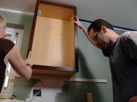 На какой высоте можно вешать кухонные шкафы  — оптимальная планировка с учетом габаритов кухни