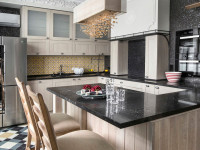 Белая кухня с черной столешницей – контраст и созвучие цветов в интерьере, 110+ лучших фото кухонь