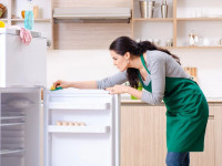 Как включить холодильник после разморозки: инструкции, как правильно подключить прибор в сеть после оттаивания