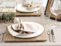 Правила этикета за столом, столовые приборы, тарелки, их расположение