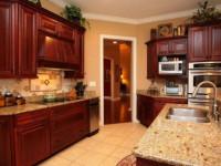Цвет стен на кухне с коричневым гарнитуром: особенности, как расставить акценты