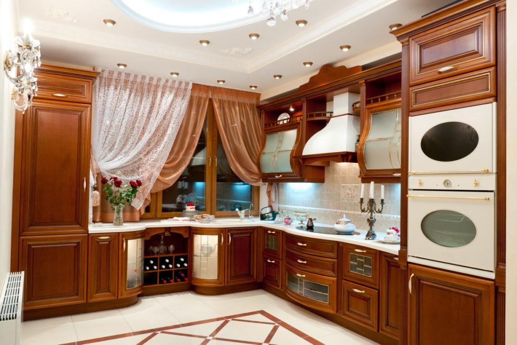 кухня с деревянными фасадами