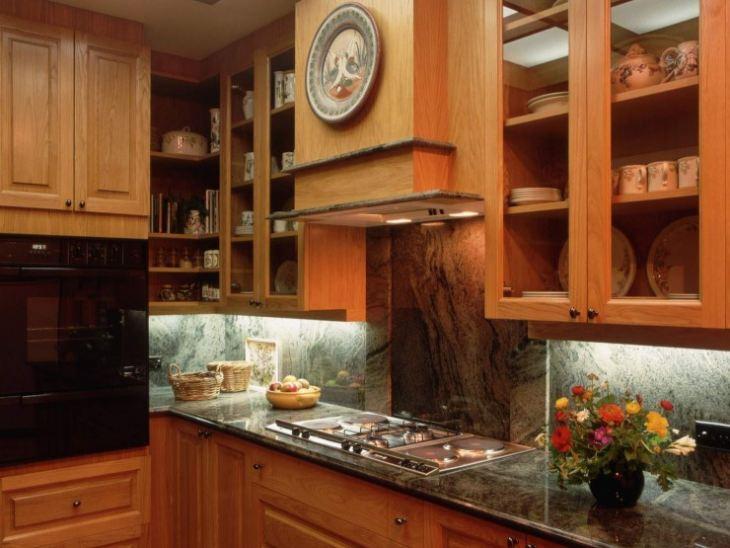 кухня бирюза с коричневым