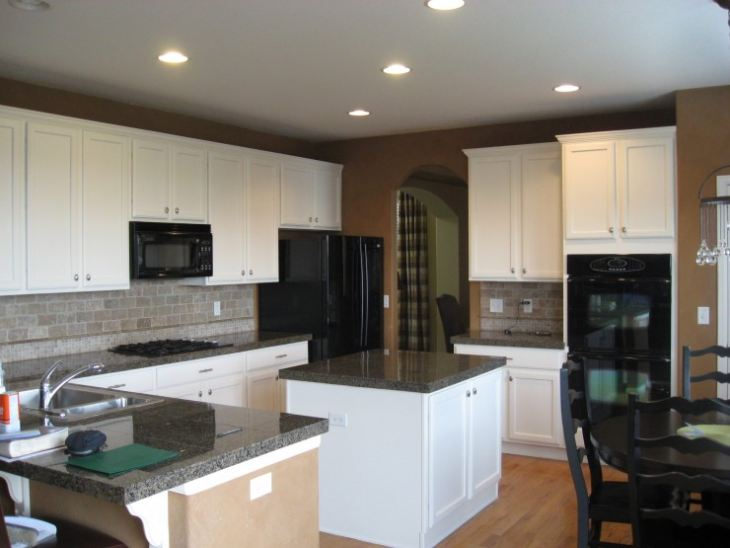 кухня в бело бирюзовом цвете