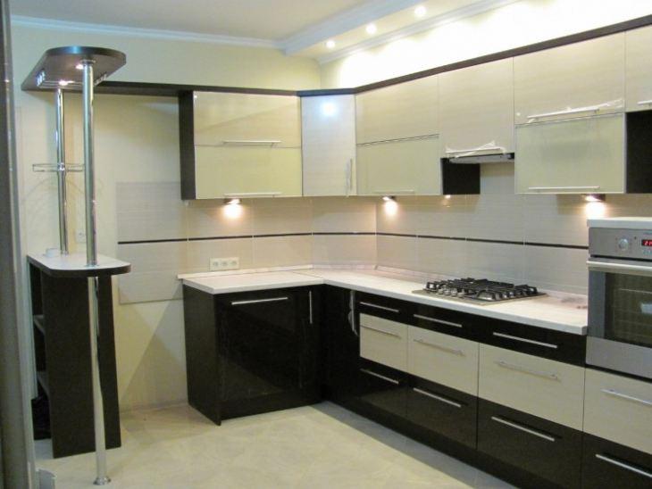 Интерьер кухни в черно белом цвете фото
