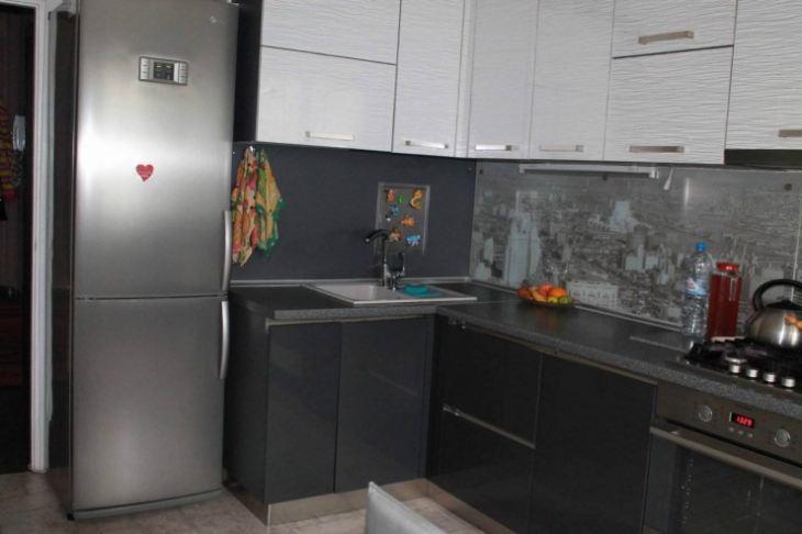 Дизайн черно белых кухонь