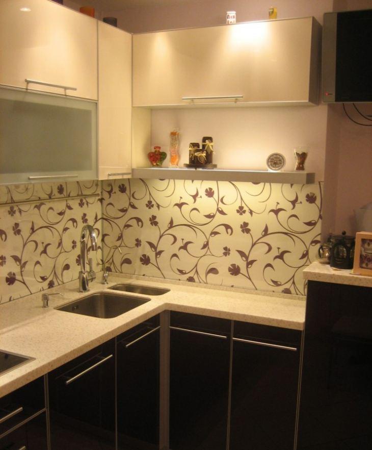 Экран белый на кухню