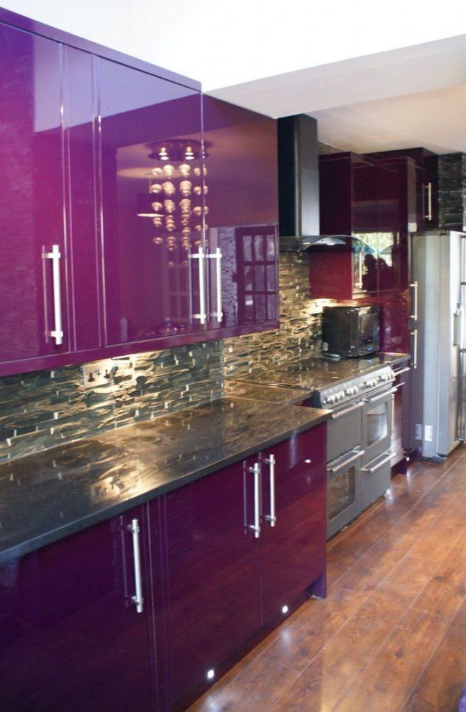 Черно лиловая кухня