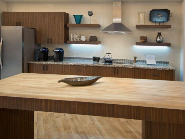 кухня под дерево в современном стиле