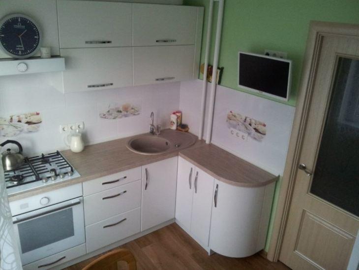 Дизайн маленькой кухни 5 кв.м с холодильником