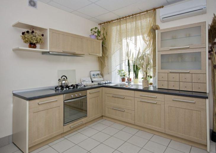 Интерьер кухни бежевая столешница