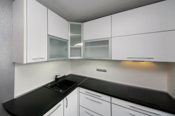 Стильные черно белые кухни