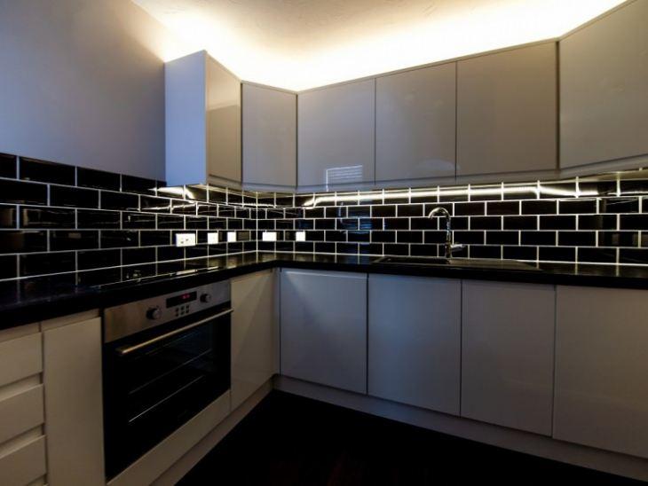 Черно белый дизайн кухни