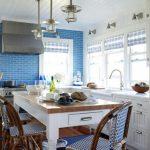 кухня с голубыми стенами фото