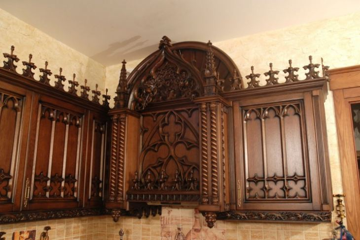 Кухня в стиле замка