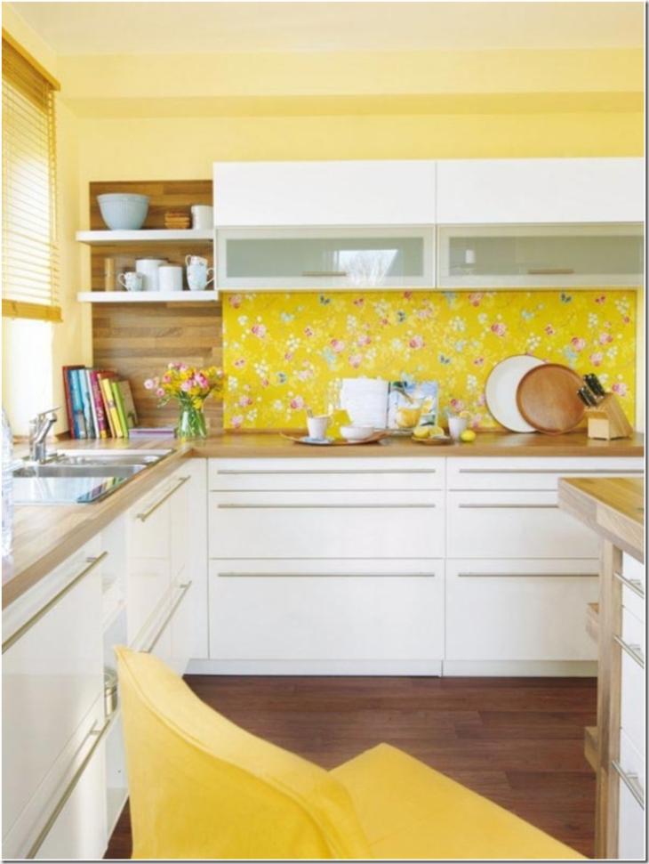 Белая кухня желтый фартук