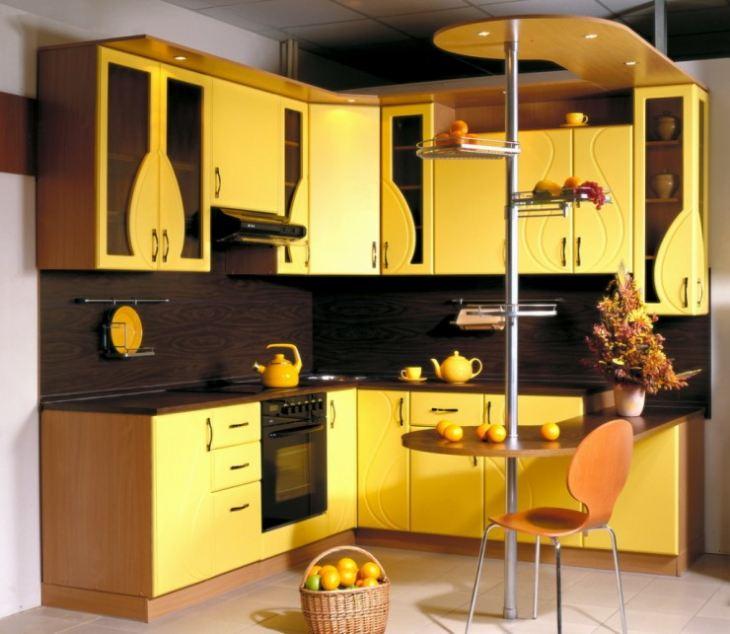 Дизайн кухни в желто синем цвете