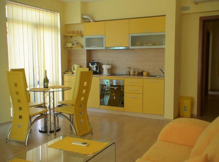 Желтый кухонный гарнитур фото