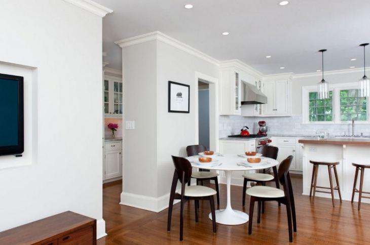 Круглый стол в маленькой кухне