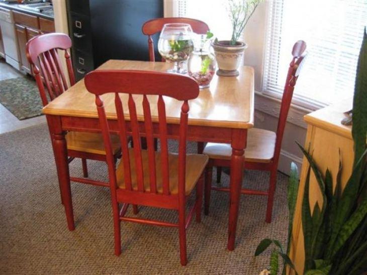 Небольшой кухонный стол