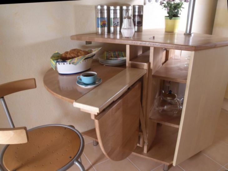 Обеденный стол для очень маленькой кухни