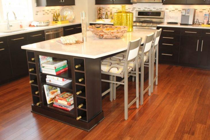 Компактный кухонный стол для маленькой кухни