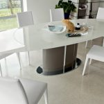 Узкий обеденный стол для маленькой кухни