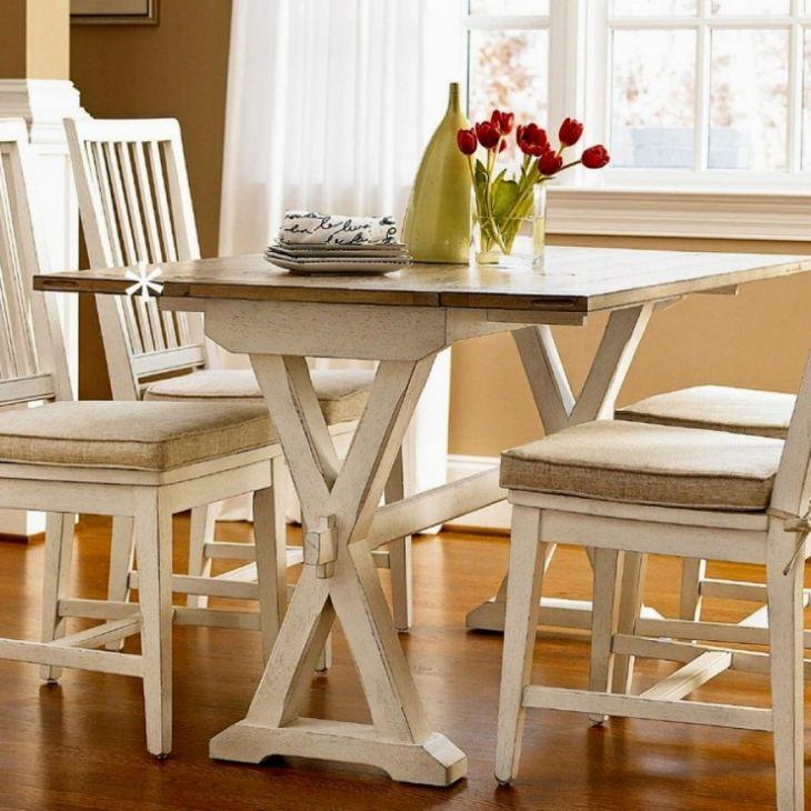 Обеденный столик для маленькой кухни