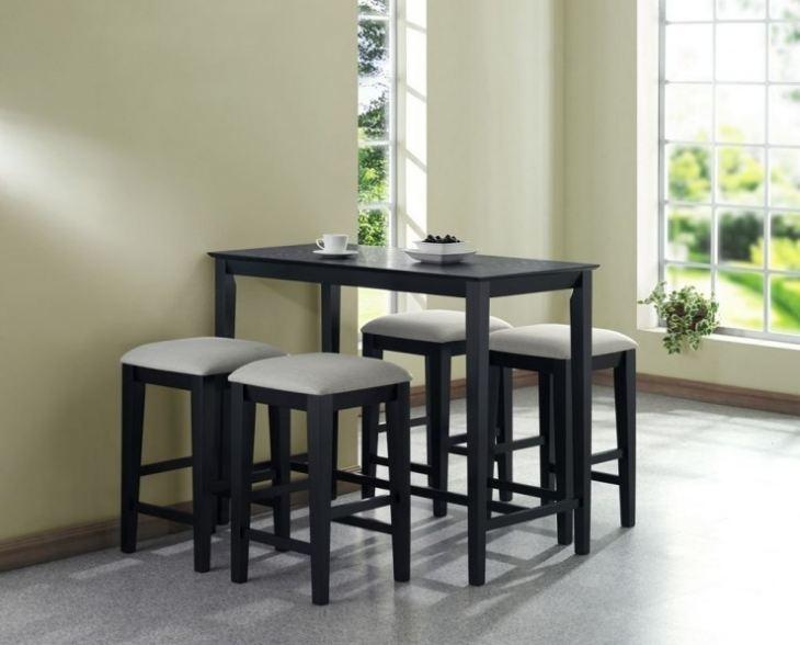 Кухонный стол для маленькой