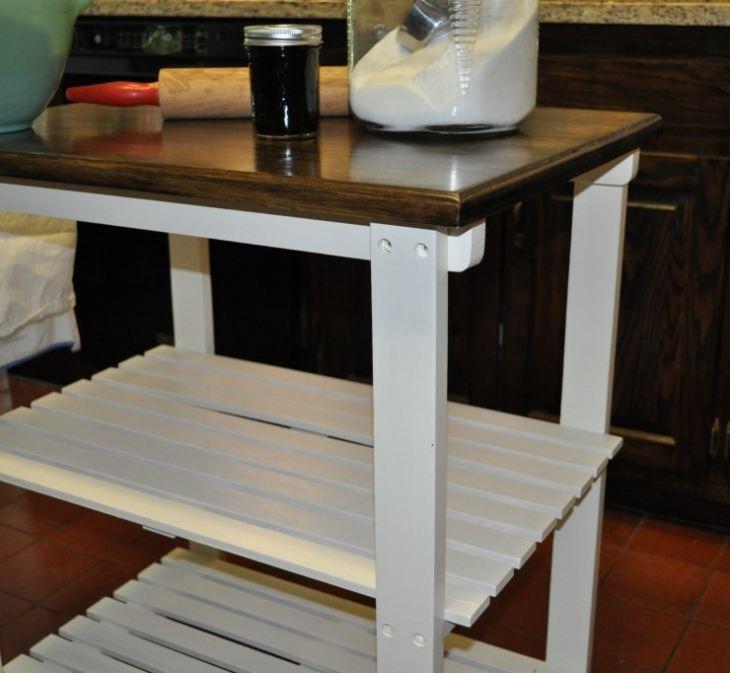 Маленький квадратный стол для кухни
