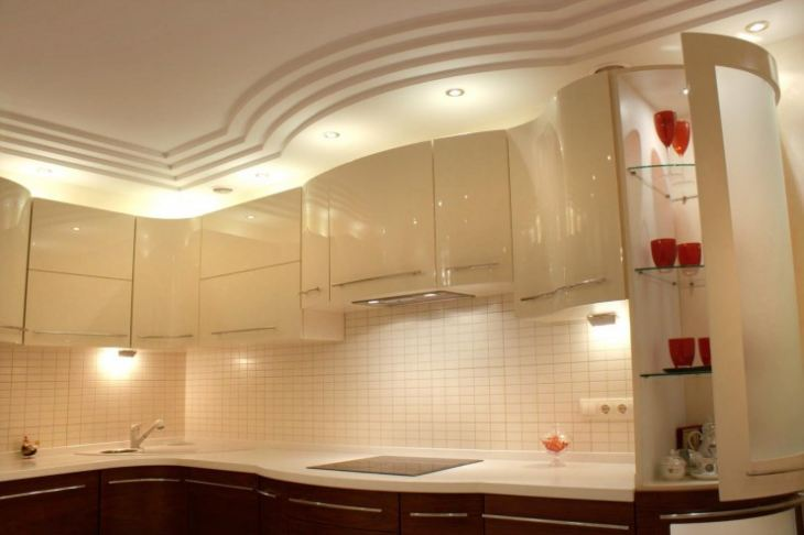 натяжные потолки на кухню