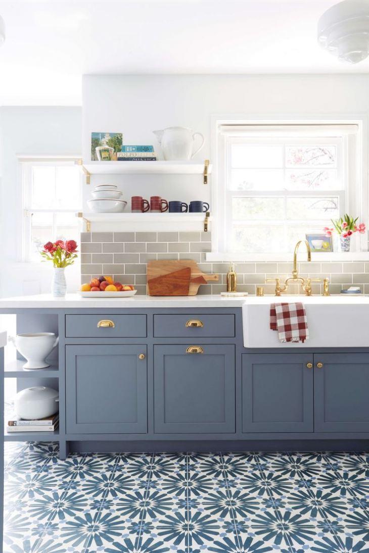 Кухня в сине белом цвете фото