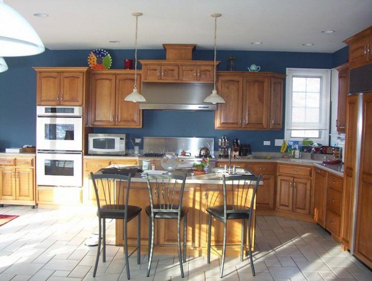 Дизайн кухни с синим цветом