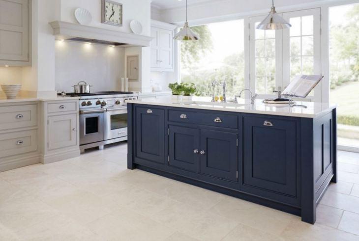 Бело темно синяя кухня