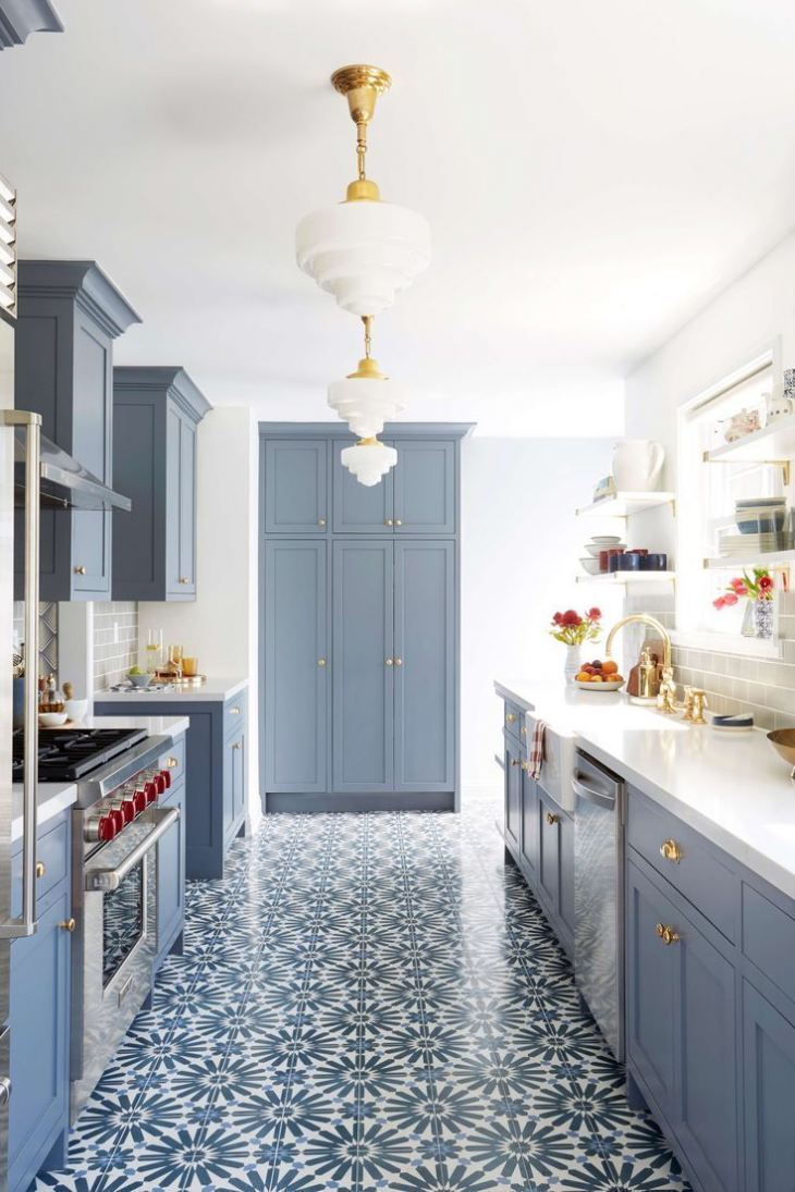 Дизайн сине белой кухни
