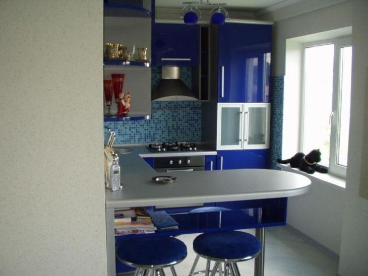 Маленькая кухня синего цвета