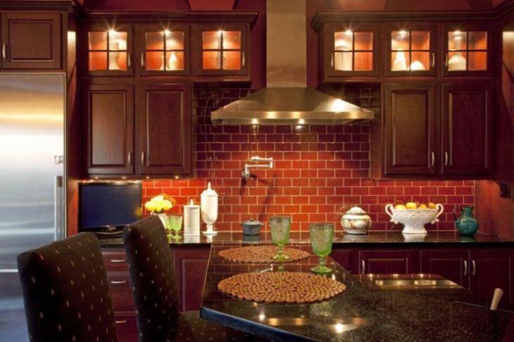 Декор стены на кухне
