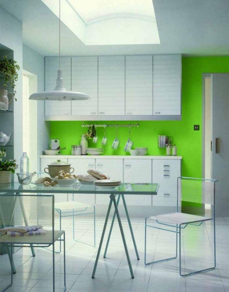 Как оформить стену на кухне
