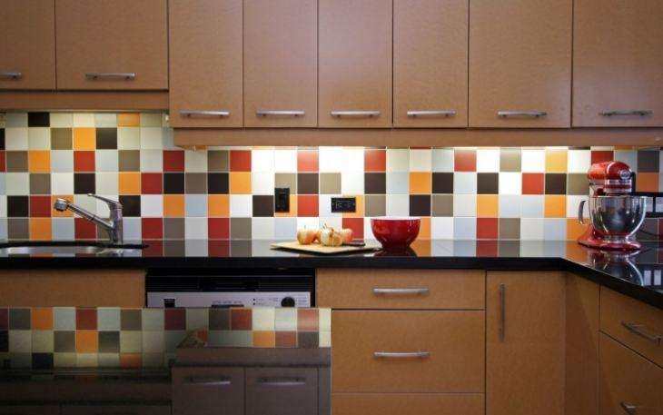 Оформление стены на кухне