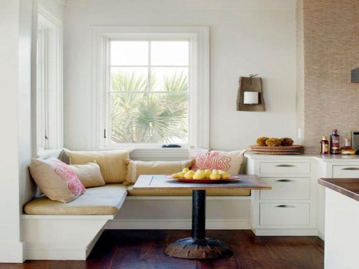 Угловой диван на кухню с подушками